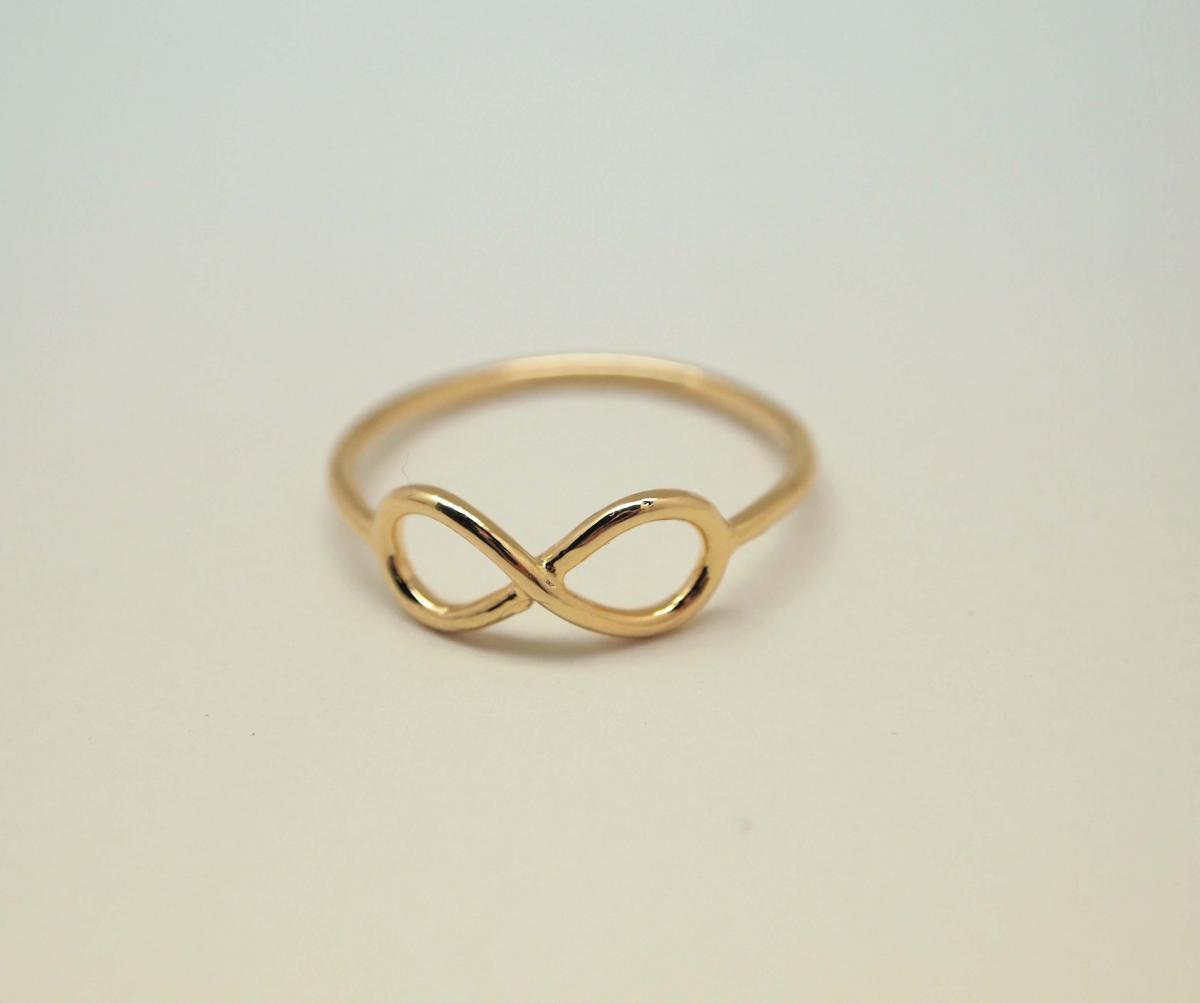 Золотое кольцо со знаком бесконечности